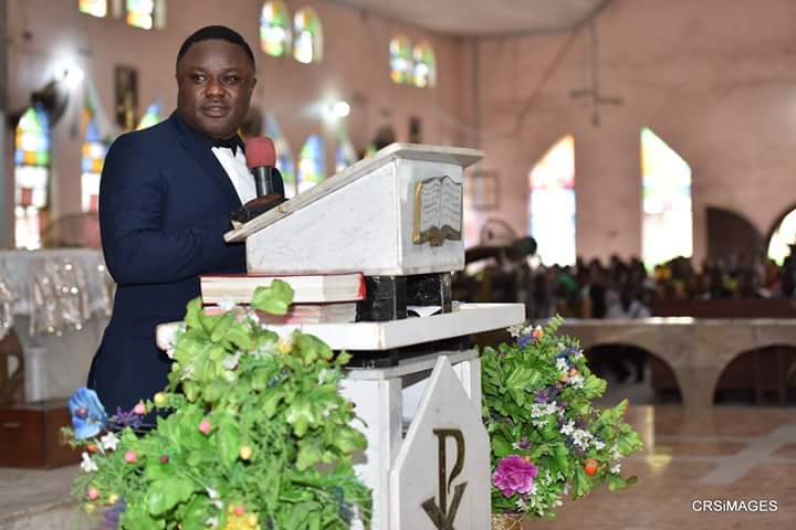 Ayade charges Nigerians to emulate Christ at Easter
